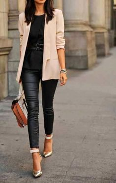 Love this casual look. Although quite plan the blazer just gives the outfit that edge that it needs. Very nice.
