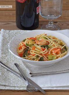 Te explicamos paso a paso, de manera sencilla, la elaboración de la receta de espaguetis con langostinos y pak choi. Ingredientes, tiempo de elaboración