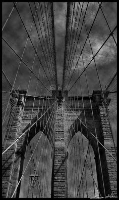 Scendemmo dal taxi, l'aria era improvvisamente più calda e umida attorno a noi e a dominare tutto c'era questo grandioso ponte grigio di granito e acciaio. Shotgun, Brooklyn Bridge, Travel, Viajes, Destinations, Shotguns, Traveling, Trips