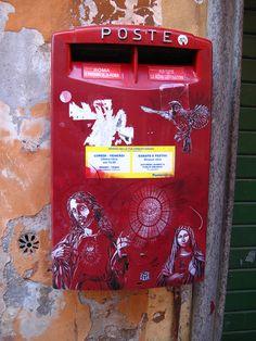 Roman graffiti  La fe esta en todos lados. . .  faith is everywhere