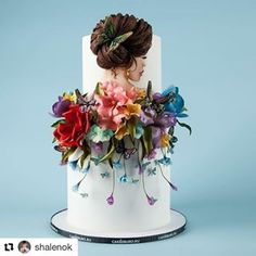 This gorgeous cake will steal your heart . An inspiring dessert with lovely deta… - Cake Decorating Simple Ideen Fondant Cupcake Toppers, Flower Cake Toppers, Fondant Flower Cake, Flower Cakes, Cupcake Cakes, Cake Decorating With Fondant, Fondant Decorations, Birthday Cake Decorating, Cake Decorating Techniques