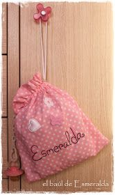 Hola amig♥s, esta es la bolsita de la que hablaba el otro día, es para la merienda de la pequeña Esmeralda, que por cierto, está encantada ...