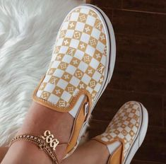 Sneakers Fashion, Fashion Shoes, Vans Sneakers, Vans Footwear, Sneakers Workout, Fashion Outfits, Souliers Nike, Custom Vans Shoes, Best Vans Shoes