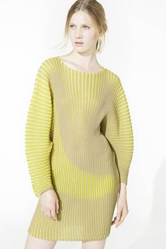 Look 14 Issey Miyake | Resort 2015 Collection | Style.com