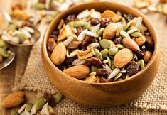 I trail mix it's literally the easiest snack ever to make! And as a vegetarian this snack helps with my protein. rezepte selber machen mix mix bar mix bar wedding mix recipes mix recipes for kids Protein Snacks For Kids, Healthy Protein Snacks, Easy Snacks, Yummy Snacks, Healthy Recipes, Vegetarian Recipes, Paleo Trail Mix, Trail Mix Recipes, Papaya Recipes