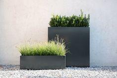 garten landschaft pflanzkübel grau ziergräser deko