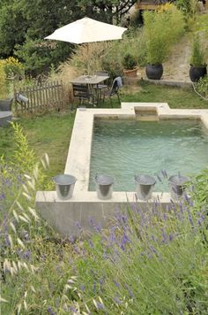Charming Graine-Ficelle hotel in the French Riviera (If I ever build another pool, it will look like this.) Charming Graine-Ficelle hotel in the French Riviera (If I ever build another pool, it will look like this. Small Backyard Pools, Small Pools, Countryside Decor, Kleiner Pool Design, Courtyard Pool, Small Pool Design, Pool Water Features, Concrete Pool, Plunge Pool