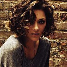 Idée coupe courte : Marion Cotillard Hair Bob - hair styles for short hair Short Curly Haircuts, Curly Hair Cuts, Curly Bob Hairstyles, Short Hair Cuts, Curly Hair Styles, Hairstyles 2016, Haircut Short, Hairstyles Pictures, Frizzy Hair