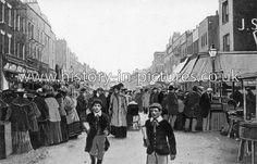 Chapel Street Market, Islington, London, c.1905.