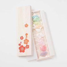 見た目に楽しく味は絶品! 贈りものにしたい和菓子 Cookie Packaging, Food Packaging, Packaging Design, Japanese Cake, Japanese Sweets, Candy Factory, Matcha, Food Backgrounds, Love Eat