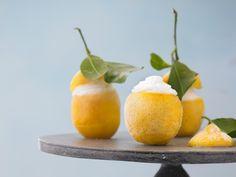 Probieren Sie unser cooles Rezept für selbstgemachtes Zitronensorbet. Die herrlich-saure Erfrischung für heiße Sommertage.