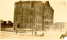 [Girls' High School Destroyed By The Earthquake And Fire Of / [Graphic]. San Francisco Photography, San Francisco Earthquake, Victorian Photos, Victorian Architecture, Black White Photos, Natural Disasters, Back In The Day, Vintage Photography, High School