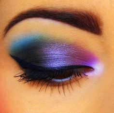 Beautiful, colorful eye make-up with perfect eyeliner Beautiful Eye Makeup, Love Makeup, Beautiful Eyes, Makeup Tips, Hair Makeup, Makeup Ideas, Makeup Tutorials, Pretty Eyes, Awesome Makeup