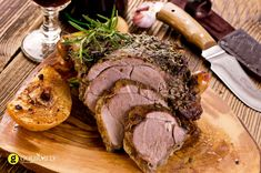 When the cooler weather sets in, you can't beat a lamb roast! Nothing brings the family together like a lamb roast so learn how to cook the perfect roast in a few simple steps. Sunday Carvery, Sunday Roast, Lamb Recipes, Gourmet Recipes, Cooking Recipes, Garlic Recipes, Carne Asada, Smoked Lamb, Roast Lamb Leg