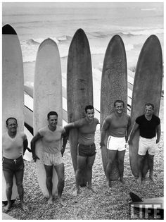 Men surfing at Waikiki Club Frank Scherschel 1959 Lima Perù