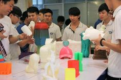 1ere école au monde : Baiyun Winbo 3D Printing est née de la collaboration entre le Guangzhou Baiyun Technicien College of Business et Winbo Industries, un fabricant chinois d'imprimantes 3D comprenant différents cycles de formation : Basique pour les étudiants et pour les enseignants, avancée sur la R&D.