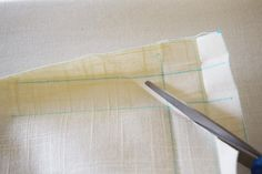 How to make your own cordless roman shades out of cheap vinyl mini blinds! All you need are some basic tools and materials, and a little bit of patience. Cordless Roman Shades, Diy Roman Shades, Diy Window Shades, Vinyl Mini Blinds, Modern Blinds, Diy Blinds, No Sew Curtains, Cheap Vinyl, Basic Tools