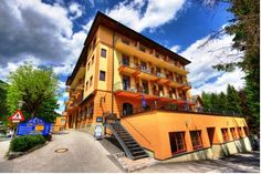 Euro Youth Hotel & Krone Bad Gastein The Euro Youth Hotel & Krone is perfectly located in Bad Gastein facing the Stübnerkogel cable car station, and looks back upon a long tradition since 1880.