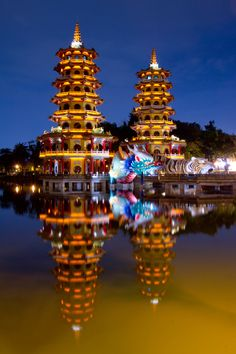 Dragon and Tiger Pagodas at the Lotus Lake in Kaohsiung, Taiwan, China.