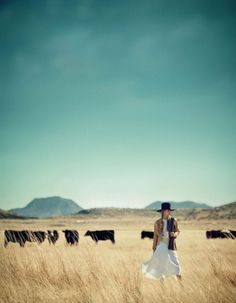 love this! perfect dress, hat, hair, setting, and gypsy cowgirl pic!! wish I was there ♥