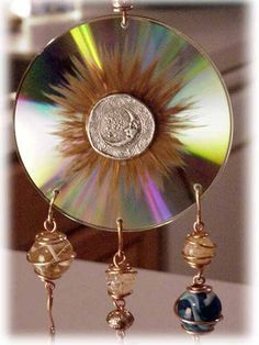 sun catcher using old cds. recycling - link does not work, but don't reallly need instructions! I would probably glue two CDs back-to-back, then drill holes. Cd Crafts, Crafts To Make, Cd Recycle, Reuse, Recycled Cds, Repurposed, Cd Diy, Diy Wind Chimes, Mosaic Art
