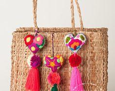 Mexicana corazones fieltro / mano bordada corazones con pompones / pompones / corazón encanto de borla pompón / corazones / venta por mayor / Mexican corazones