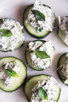 Yummy cucumber bites with herbed cream cheese You could also make them with low-fat ricotta or a fancier cheese like fromage blanc. But, plain ol' light cream cheese works just fine. And use whatever herbs you have. Appetizer Dips, Appetizer Recipes, Snack Recipes, Cooking Recipes, Sandwich Recipes, Cheese Recipes, Snacks Für Party, Appetizers For Party, Healthy Snacks