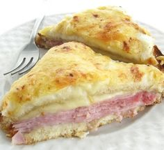 The Croque Monsieur: Jambon de Paris and Gruyère, with a creamy béchamel sauce on top. I'll change ham for roast veggies or mushrooms :-) I Love Food, Good Food, Yummy Food, Grilled Ham And Cheese, Great Recipes, Favorite Recipes, Soup And Sandwich, Wrap Sandwiches, Main Meals