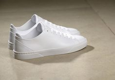 Premium footwear brand VOR from Munich offers a contemporary and refined range of leather products. White Tennis Shoes, Shops, Shades Of White, Shoe Brands, Trainers, Shoes Sneakers, Footwear, Louis Vuitton, Leather