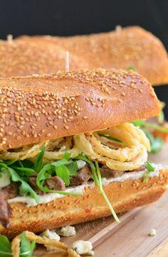 Onion Rings Arugula and Blue Cheese Steak SandwichReally nice  Mein Blog: Alles rund um die Themen Genuss & Geschmack  Kochen Backen Braten Vorspeisen Hauptgerichte und Desserts