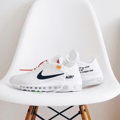 White Sneakers, Sneakers Nike, Runway Fashion, Fashion Models, Fashion Tips, Fashion Outfits, Fashionable Outfits, Fashion Shoes, Fasion
