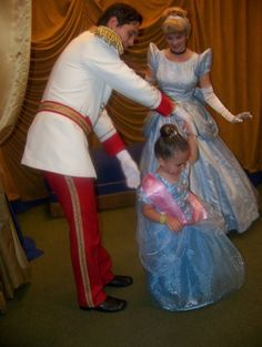 Aaaawwwwww!!!!! Prince charming you are such a gentleman <3 Cinderella is sooo lucky!!! :)