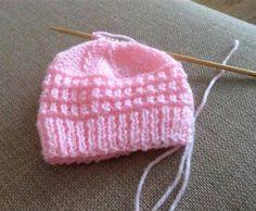 Ravelry: Roman Stitch Baby Hat pattern by marianna mel - Slideit. Newborn Knit Hat, Knitted Baby Beanies, Knitted Hats, Newborn Hats, Baby Cardigan Knitting Pattern Free, Baby Hats Knitting, Baby Knitting Patterns, Free Knitting, Baby Hat Patterns