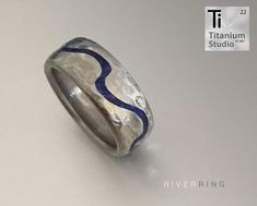 printed titanium ring with blue lapis lazuli gemstone inlay. The ring can be made with a plain or hammered finish. Vintage Style Rings, Blue Gemstones, Titanium Rings, Lapis Lazuli, Wedding Bands, Gemstone Rings, Silver Rings, Vintage Fashion, 3d
