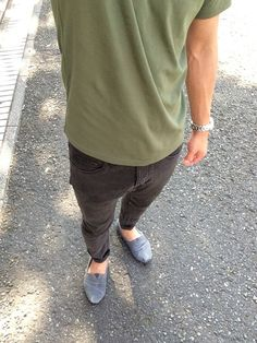 昨日と違って暑い☀️ だいぶ前に買ったトムスのコーデュロイ久しぶりに履いたー٩(ˊᗜˋ*)و