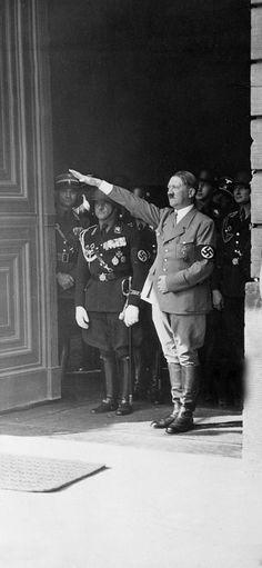 Adolf Hitler fue un dictador durante la Segunda Guerra Mundial. Él era muy malo