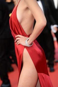 bella-Hadid-cannes-garde-robe dysfonctionnement-rouge-dress-6.jpg