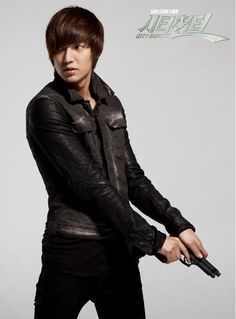 Lee Yoon Sung played by Lee Min Ho - City Hunter