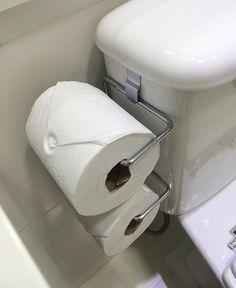 Amigas (os) comprei esse suporte de papel higiênico para caixa acoplada para quebrar o galho na suíte por enquanto , pq toda vez que vou comprar os suportes para o papel, toalha de rosto e de banho falto cair pra trás com os preços  como sempre tenho outras prioridades na frente vou deixando essa pra depois ! Comprei na @leroymerlinbrasil  #portapapelhigienico# #caixaacoplada #banheiro #organizacao #suporteparapapel Toilet Paper, Bathroom, Instagram Posts, Nova, Design, Tips, Ideas, Face Towel, Towel Paper