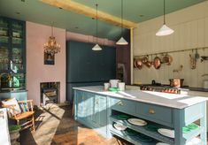 Design led furniture manufacturer deVOL just recently opened their second showroom in London's St. John's Square and it's beyond stunning. The spotlight is on a custom pink and green kitchen that is enough to make anyone… Green Kitchen, Kitchen Colors, New Kitchen, Kitchen Dining, Kitchen Decor, Kitchen Island, Kitchen Cabinets, Devol Kitchens, Home Kitchens