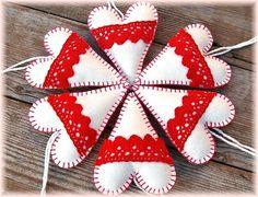 Dadyart / Vianočné srdiečka - Smotana s malinou Christmas Feeling, Merry Christmas, Felt Decorations, Christmas Decorations, Hearts, Craft Ideas, Gingham Quilt, Holiday Ornaments, Gingham