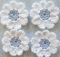 Pequeñas flores de Crochet blanco azul de novia por IreneStitches