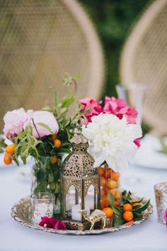 Wedding centerpieces to add that extra oomph to your wedding table decoration! - - wedding table decor Wedding centerpieces to add that extra oomph to your wedding table decoration! Vintage Wedding Centerpieces, Lantern Centerpiece Wedding, Wedding Lanterns, Indian Wedding Decorations, Centerpiece Ideas, Indian Decoration, Wedding Mandap, Wedding Stage, Wedding Receptions