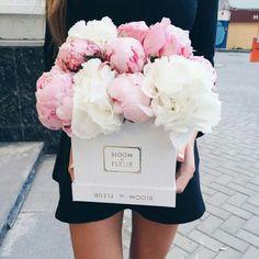 Bloom de Fleur box is the perfect gift. #fleurs #flowers #spring #bloomdefleur