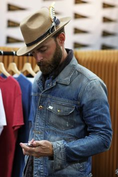 love the tailored hat / casual denim jacket combo // menswear rugged style + fashion