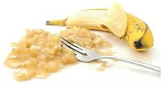 Thanks to the powerful properties of honey and bananas, you will prevent sore and inflamed throat, cough, and even stomach problems. Ingredients: 400 ml of boiling water 2 middle sized bananas with… Bananas, Healthy Life, Healthy Living, Stay Healthy, Cough Remedies, Banana Recipes, Natural Home Remedies, Natural Medicine, Superfood