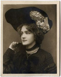 Edwardian actress, the young Lily Elsie Vintage Photos Women, Antique Photos, Vintage Pictures, Vintage Photographs, Old Photos, Edwardian Era, Edwardian Fashion, Vintage Fashion, Lilie Elsie
