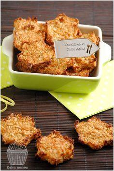 Z okazji 2 urodzin bloga kulinarnego Feed me better, który znajduje się wysoko, na liście moich ulubionych, postanowiłam przygotować przepis pochodzący właśnie z tego bloga! Z uwagi na to, że ostatnio w mojej kuchni królują wiórki kokosowe, wybrałam przepis na zdrowszą i bardziej dietetyczną wersję kokosanek! Oryginalny przepis znajdziecie tutaj→ Dietetyczne ciasteczka – owsiane kokosanki. … Diet Recipes, Dessert Recipes, Cooking Recipes, Healthy Recipes, Desserts, Clean Eating, Healthy Eating, Good Food, Yummy Food