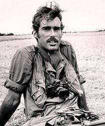 Sean Flynn, son of actor Errol Flynn, went to Vietnam as a photojournalist for TIME. He went with special force units into the thick of things to get photos; he disappeared in Cambodia. Sean Flynn, Errol Flynn, American War, American History, Vietnam War Photos, South Vietnam, War Photography, Interesting History, Before Us