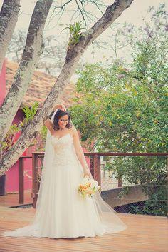 Beleza criada por  Euler de Castro. O casamento de Nathalia e Fellipe foi publicado no Euamocasamento.com, e as fotos são de Lenine Serejo. #euamocasamento #NoivasRio #Casabemcomvocê